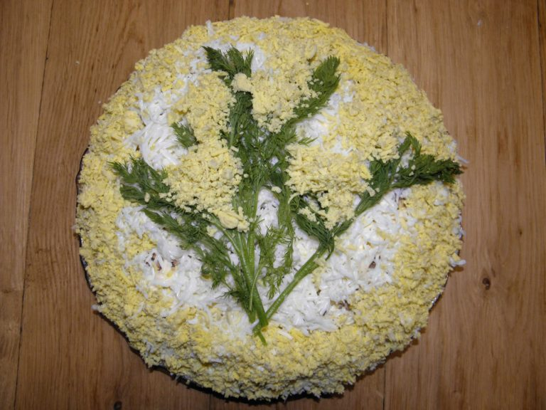 Фото как делать салат мимозу