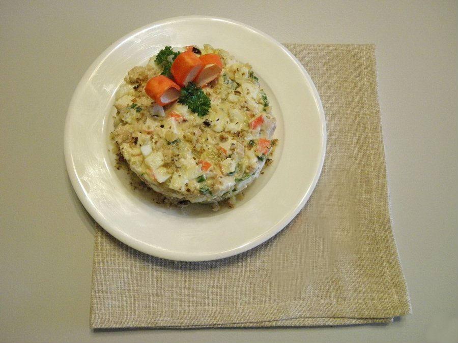 Салат из крабовых палочек с кукурузой и сыром изоражения