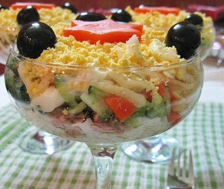 Как сделать салат из тунца консервированного фото 268