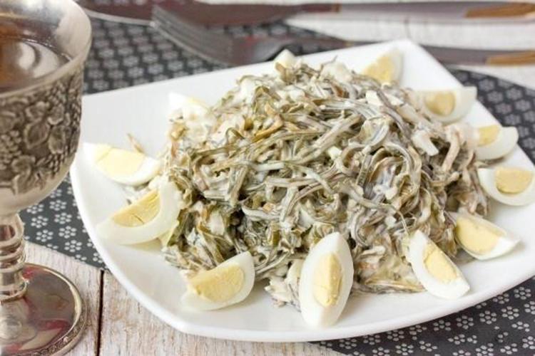 Салат с морской капустой яйцом