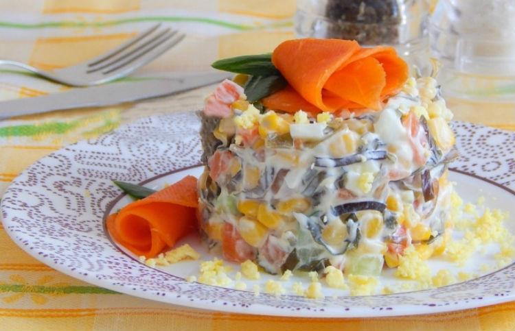 салат с сыром кукурузой и колбасой и сыром рецепт