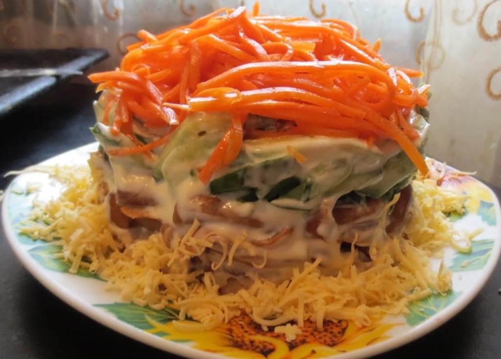 жареные грибы с корейской морковкой